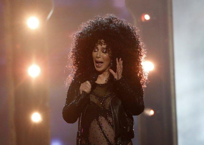 Πιο... νέα από ποτέ η Σερ σοκάρει στα Billboard Music Awards - εικόνα 4