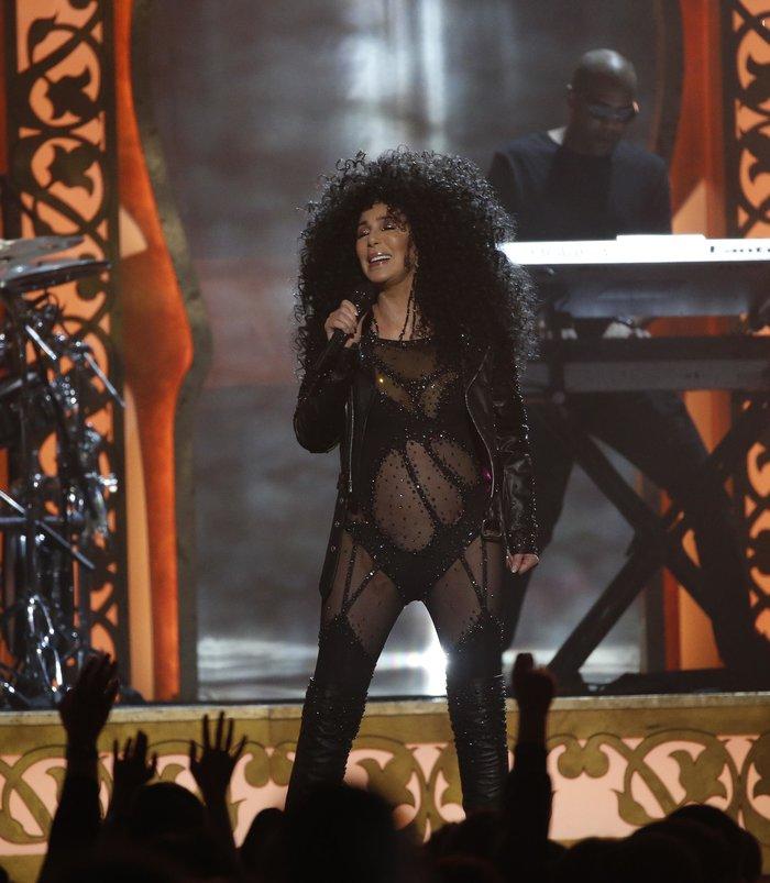 Πιο... νέα από ποτέ η Σερ σοκάρει στα Billboard Music Awards - εικόνα 5