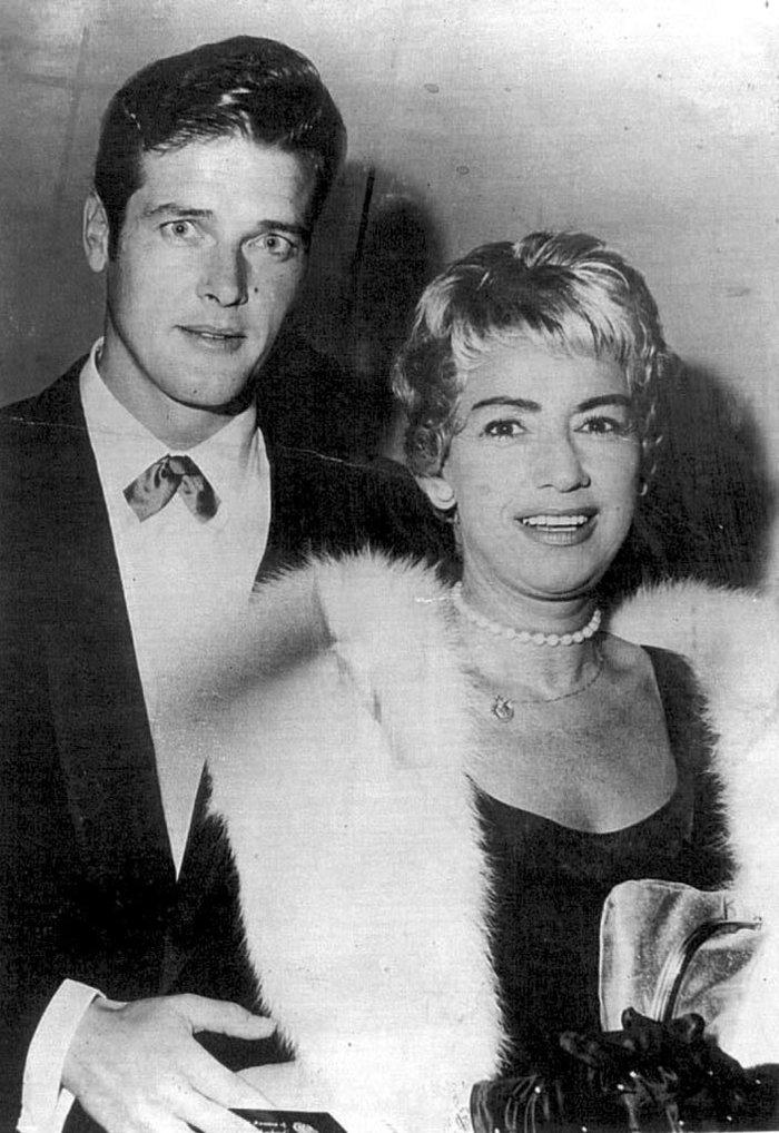 Dorothy Squires και Roger Moore λίγο μετά τον γάμο τους, 1953