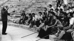 75-xronia-theatro-texnis-mia-istoria-se-mia-ekthesi-me-75-antikeimena