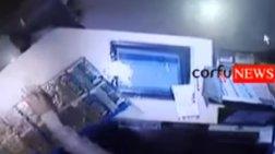 Πυρπόλησε με βενζίνη πρακτορείο του ΟΠΑΠ στην Κέρκυρα- βίντεο