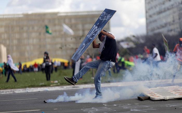 Μπραζίλια: Στους δρόμους ο στρατός, συγκρούσεις με διαδηλωτές
