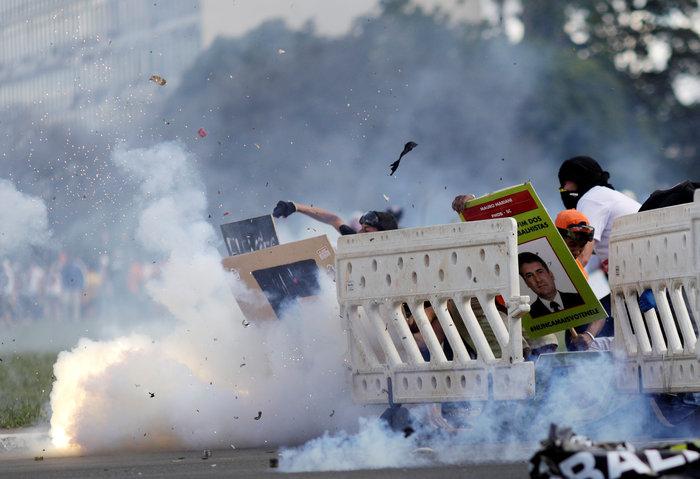 Μπραζίλια: Στους δρόμους ο στρατός, συγκρούσεις με διαδηλωτές - εικόνα 5