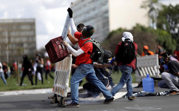 Μπραζίλια: Στους δρόμους ο στρατός, συγκρούσεις με διαδηλωτές - εικόνα 6