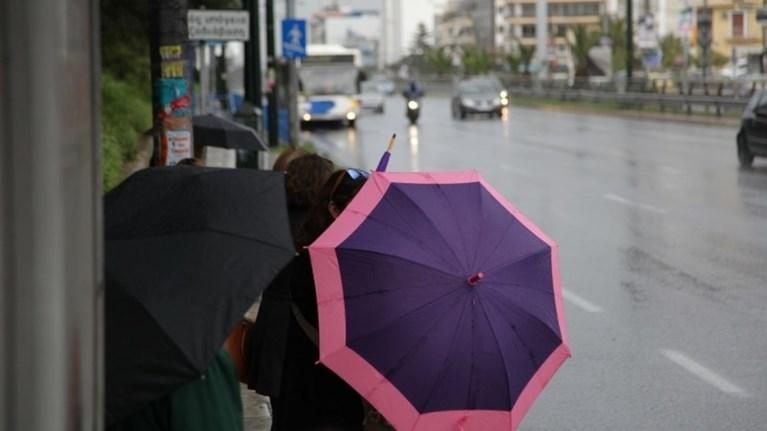 Καιρός: Βροχές και ισχυρές καταιγίδες - Βελτίωση από το βράδυ