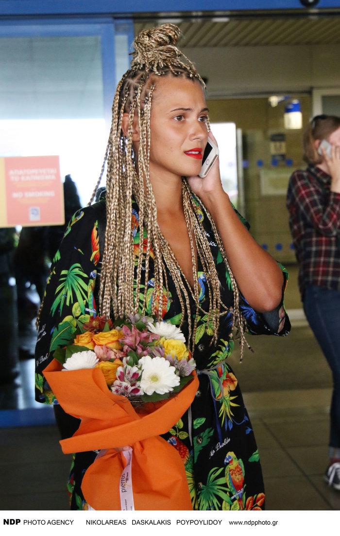 Η Χριστίνα Μπόμπα αντέγραψε τη Λάουρα Νάργες: Δείτε το νέο look της