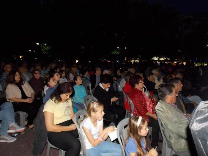 Λάρισα: Κοσμοσυρροή στο κέντρο της πόλης για να δουν όπερα! -φωτό