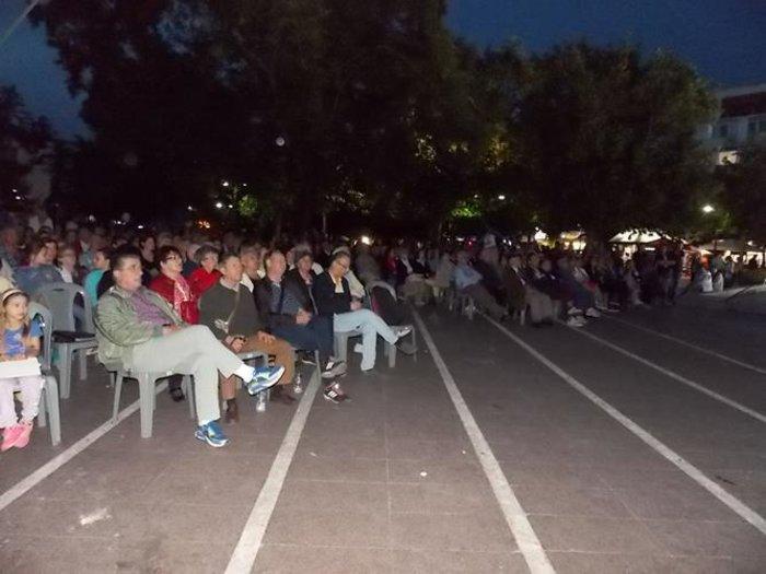 Λάρισα: Κοσμοσυρροή στο κέντρο της πόλης για να δουν όπερα! -φωτό - εικόνα 2