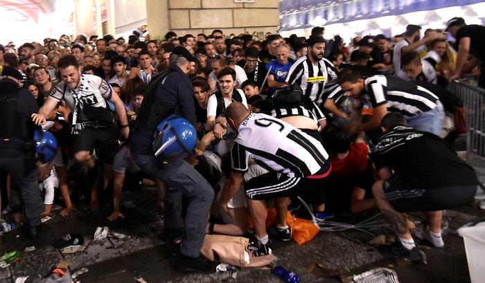 Παρ' ολίγον τραγωδία στην Ιταλία: 1.400 τραυματίες στο Τορίνο - εικόνα 3