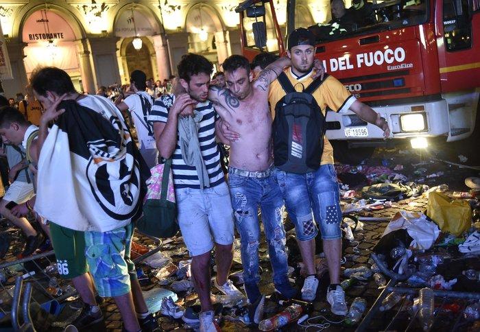 Παρ' ολίγον τραγωδία στην Ιταλία: 1.400 τραυματίες στο Τορίνο - εικόνα 4