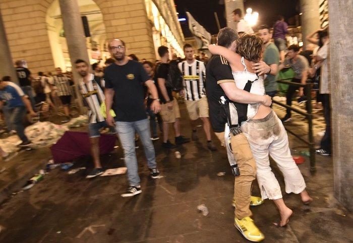 Παρ' ολίγον τραγωδία στην Ιταλία: 1.400 τραυματίες στο Τορίνο - εικόνα 5