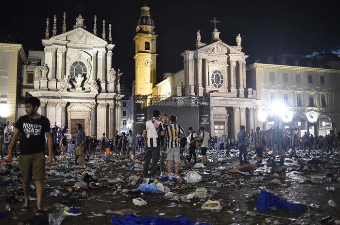 Παρ' ολίγον τραγωδία στην Ιταλία: 1.400 τραυματίες στο Τορίνο - εικόνα 11