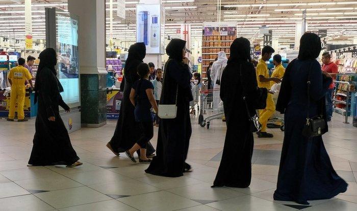 Πανικός: Οι Καταριανοί αδειάζουν τα ράφια των σούπερ μάρκετ - εικόνα 3