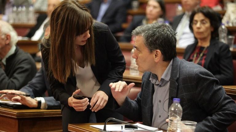 """Πολιτικό """"μασάζ"""" Τσακαλώτου σε βουλευτές για τη συμφωνία"""