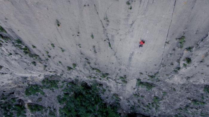 Σκαρφάλωσε σε βράχο περίπου 1000 μέτρων μόνο με...κιμωλία! - εικόνα 3