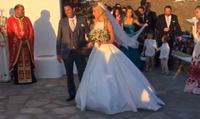 Παντρεύτηκε η Δούκισσα Νομικού - Η πρώτη εικόνα και βίντεο από το γάμο