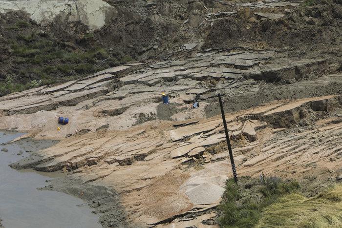 Εικόνες βιβλικής καταστροφής από την κατολίσθηση στο ορυχείο Αμυνταίου - εικόνα 4