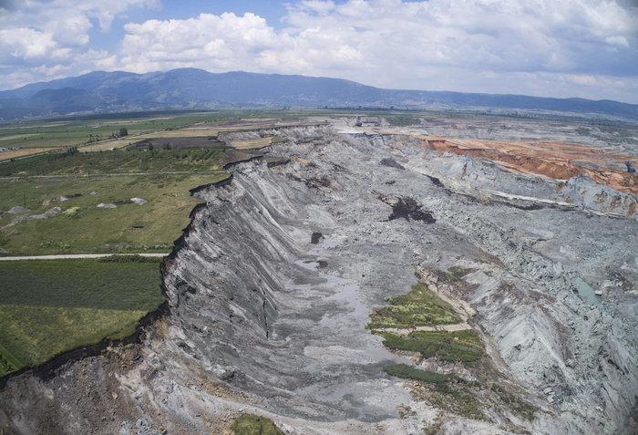Εικόνες βιβλικής καταστροφής από την κατολίσθηση στο ορυχείο Αμυνταίου - εικόνα 5