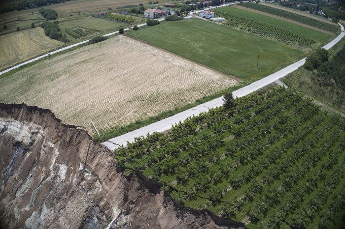 Εικόνες βιβλικής καταστροφής από την κατολίσθηση στο ορυχείο Αμυνταίου - εικόνα 6