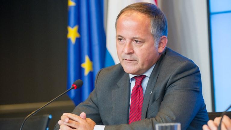 kere-lusi-sto-eurogroup-gia-na-epistrepsei-i-empistosuni-stin-ellada