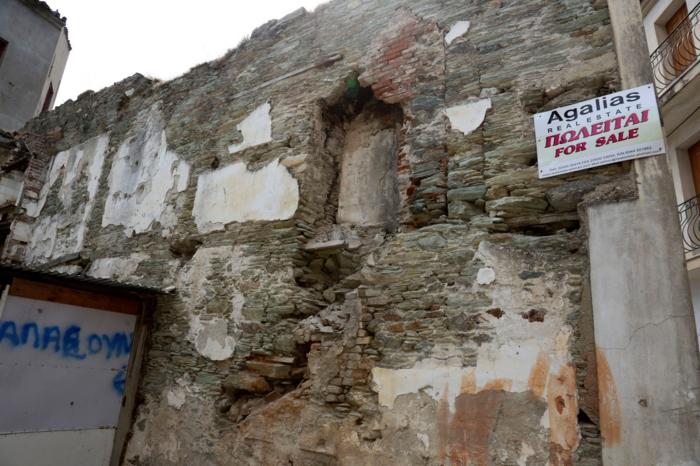 Εικόνες βιβλικής καταστροφής στη Λέσβο - Μια γυναίκα νεκρή - εικόνα 2