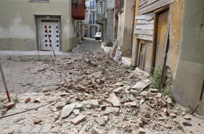Εικόνες βιβλικής καταστροφής στη Λέσβο - Μια γυναίκα νεκρή - εικόνα 3