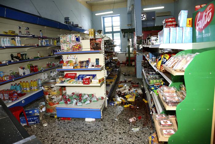Εικόνες βιβλικής καταστροφής στη Λέσβο - Μια γυναίκα νεκρή - εικόνα 7