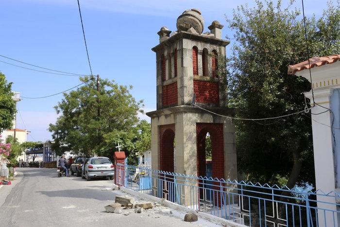 Εικόνες βιβλικής καταστροφής στη Λέσβο - Μια γυναίκα νεκρή - εικόνα 8