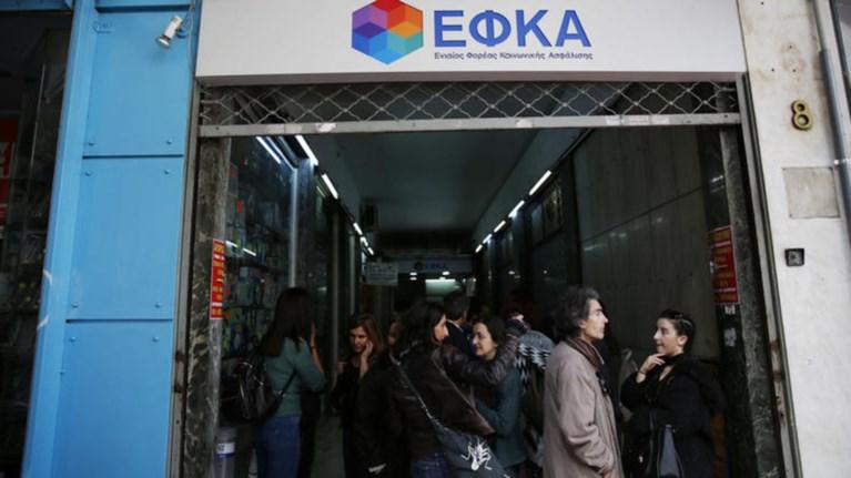 upallilos-tou-efka-upeksairese-100000-eurw