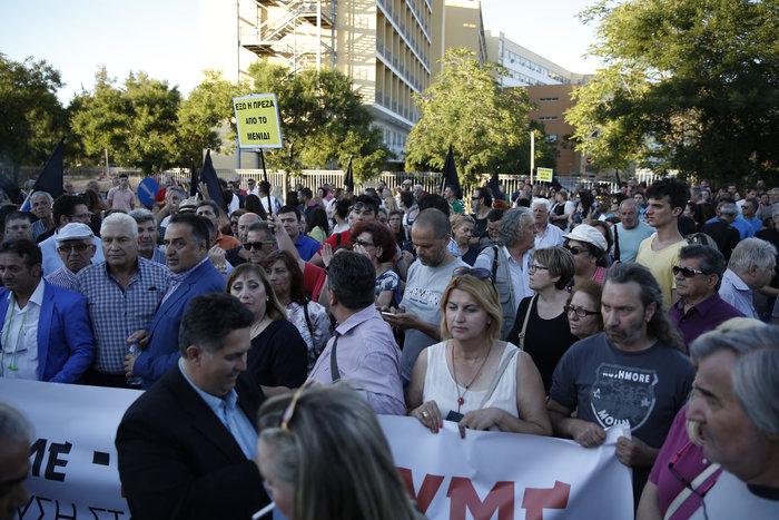 Εξω από το γραφείο του Τόσκα συγκέντρωση πολιτών του Μενιδίου - εικόνα 5