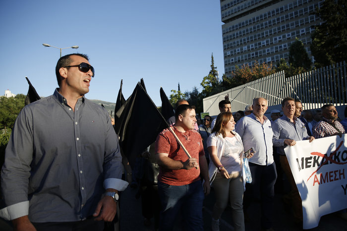 Εξω από το γραφείο του Τόσκα συγκέντρωση πολιτών του Μενιδίου - εικόνα 7