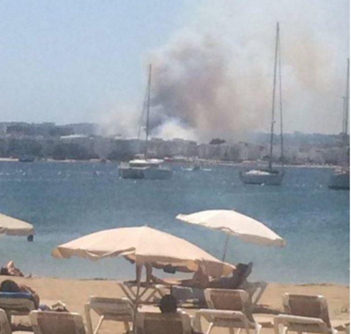 Μεγάλη φωτιά στην Ιμπίθα: Εκκενώθηκαν ξενοδοχεία στην παραλία -βιντεο