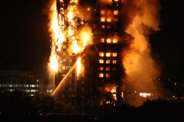 Τραγωδία στο Λονδίνο: Υπάρχουν νεκροί στον πύργο που φλέγεται