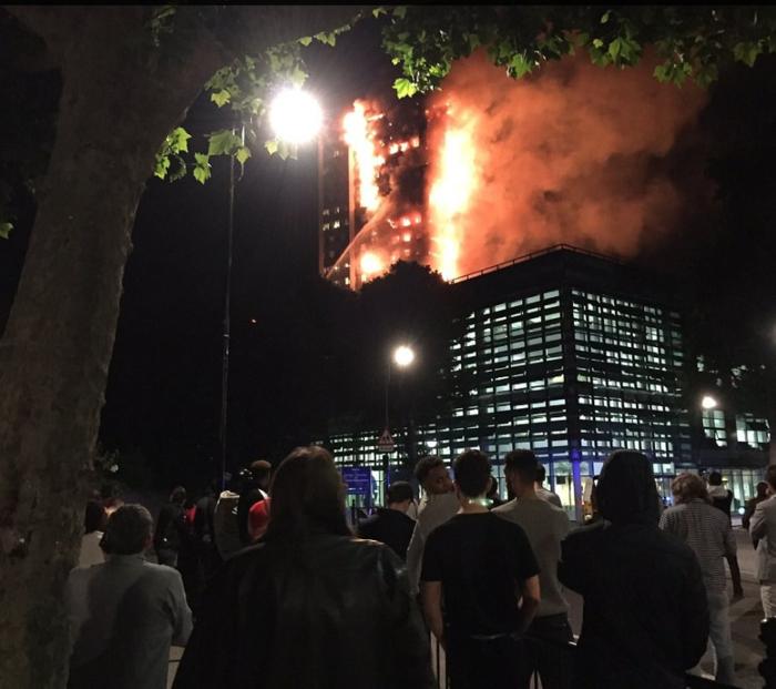 Τραγωδία στο Λονδίνο: Υπάρχουν νεκροί στον πύργο που φλέγεται - εικόνα 2