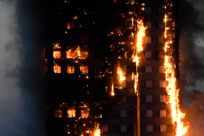 Kαρέ καρέ η τρομακτική φωτιά σε πύργο του Λονδίνου - εικόνα 2