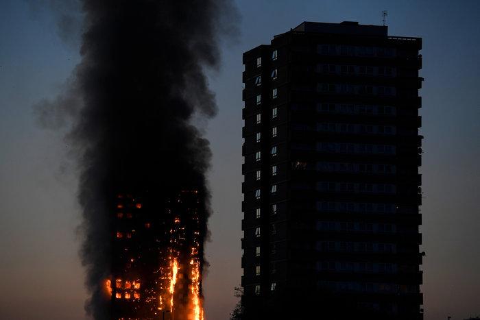 Kαρέ καρέ η τρομακτική φωτιά σε πύργο του Λονδίνου - εικόνα 3
