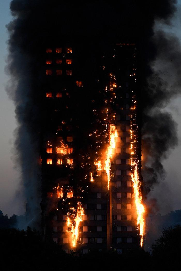 Kαρέ καρέ η τρομακτική φωτιά σε πύργο του Λονδίνου - εικόνα 4