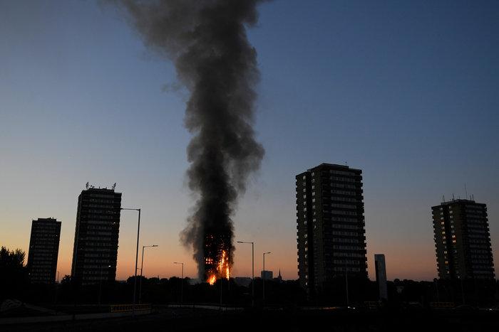 Kαρέ καρέ η τρομακτική φωτιά σε πύργο του Λονδίνου - εικόνα 5