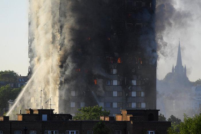 Kαρέ καρέ η τρομακτική φωτιά σε πύργο του Λονδίνου - εικόνα 7