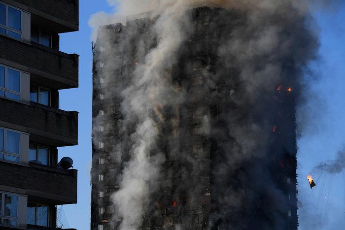 Kαρέ καρέ η τρομακτική φωτιά σε πύργο του Λονδίνου - εικόνα 10