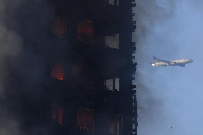 Kαρέ καρέ η τρομακτική φωτιά σε πύργο του Λονδίνου - εικόνα 12