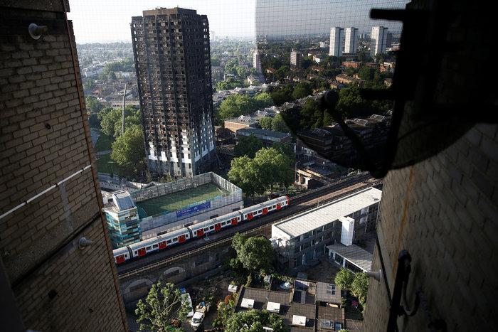 Τι απέμεινε από τον πύργο που φλέγεται στο Λονδίνο