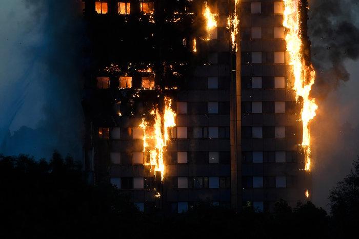 Τραγωδία στο Λονδίνο: Υπάρχουν νεκροί στον πύργο που φλέγεται - εικόνα 5