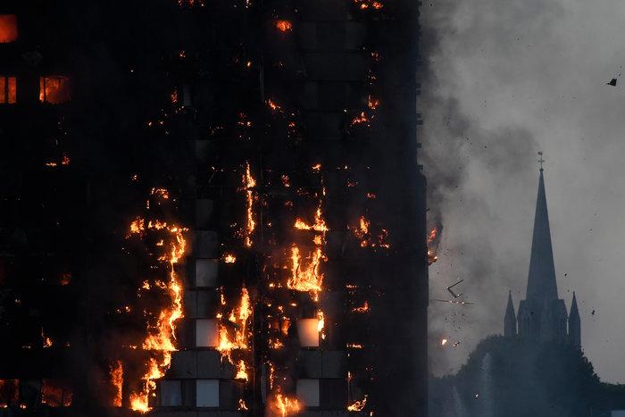 Τραγωδία στο Λονδίνο: Υπάρχουν νεκροί στον πύργο που φλέγεται - εικόνα 9