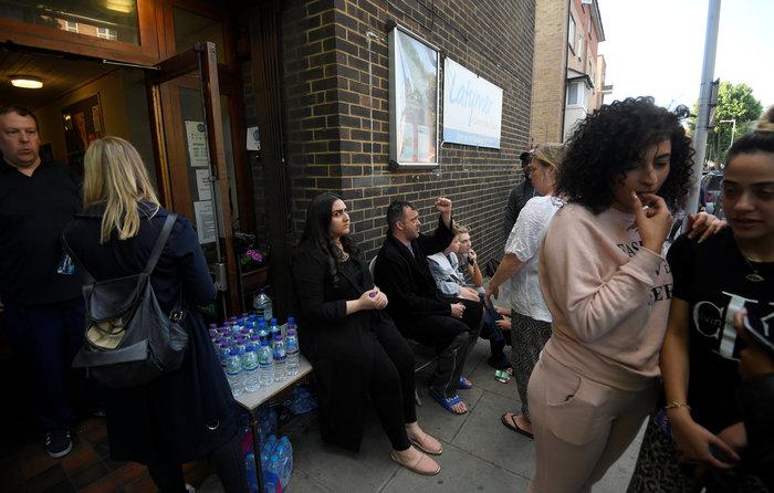 Τραγωδία στο Λονδίνο: Υπάρχουν νεκροί στον πύργο που φλέγεται - εικόνα 13