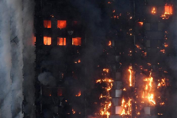 Ανείπωτη τραγωδία στο Λονδίνο: Φόβοι για εκατόμβη νεκρών
