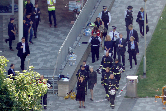 H Mέι στον πύργο της τραγωδίας, δεν είδε τους κατοίκους - εικόνα 2
