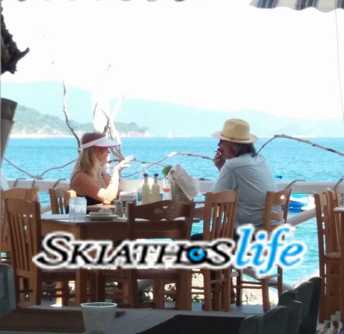 Η 71χρονη Γκόλτι Χον γυμνάζεται στη Σκιάθο - η πρώτη φωτο από Ελλάδα