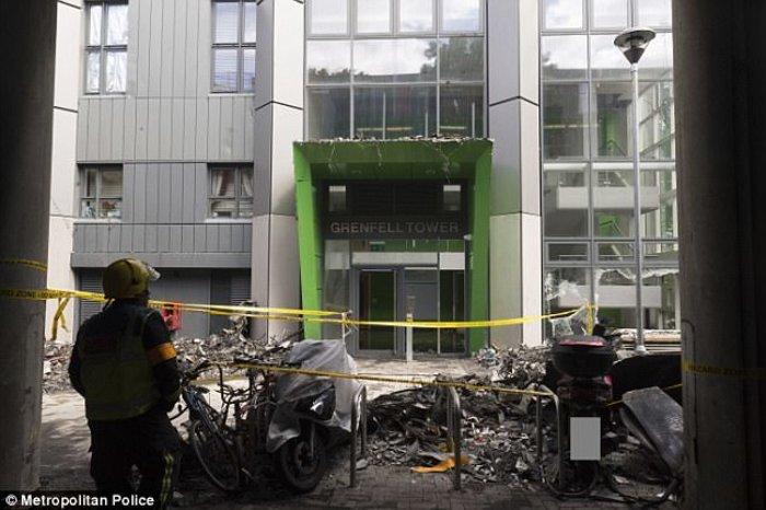 Τι άφησε πίσω της η κόλαση φωτιάς στον πύργο του Λονδίνου - εικόνα 4