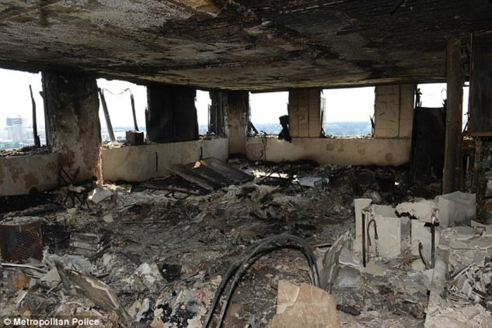 Τι άφησε πίσω της η κόλαση φωτιάς στον πύργο του Λονδίνου - εικόνα 8